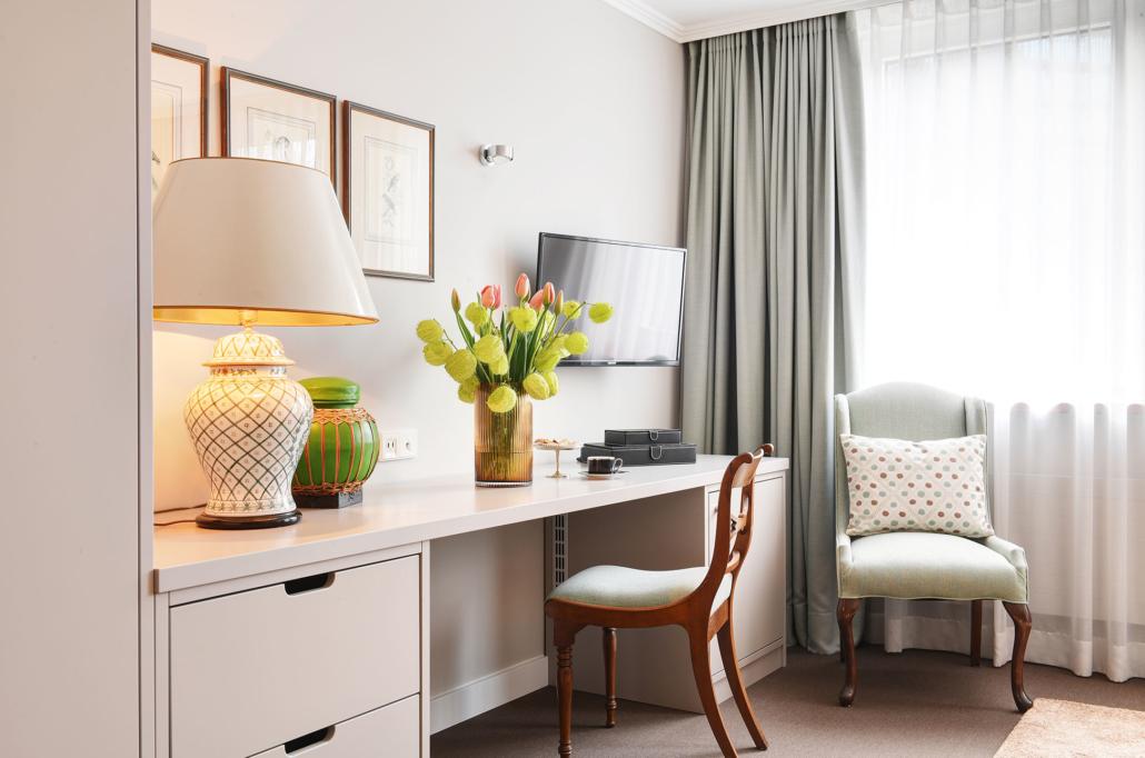 Schreibtisch Doppelzimmer des Hotel Admiral, München