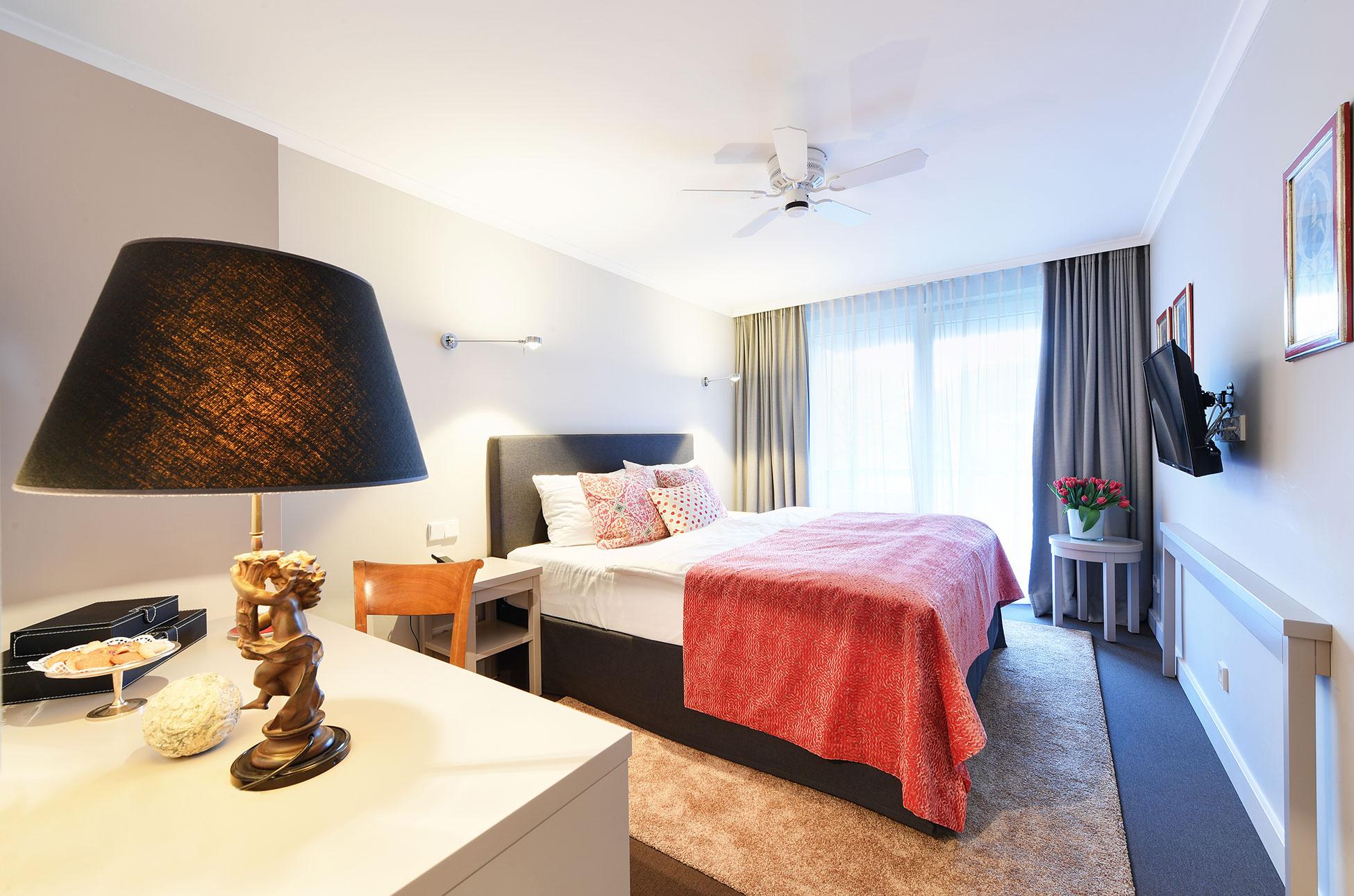 Doppelzimmer zum Innenhof - mit Gartenblick - des Hotel Admiral, München
