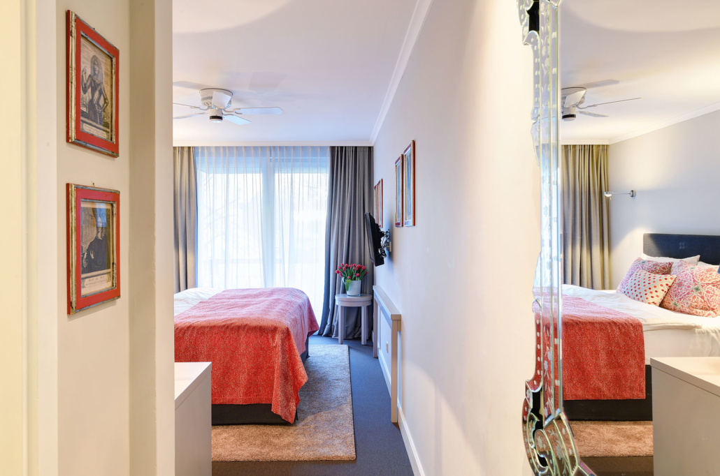 Double room facing the inner courtyard - with garden view - of the Hotel Admiral, Munich