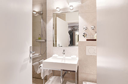Bathroom with shower in the double room of the Hotel Admiral, Munich