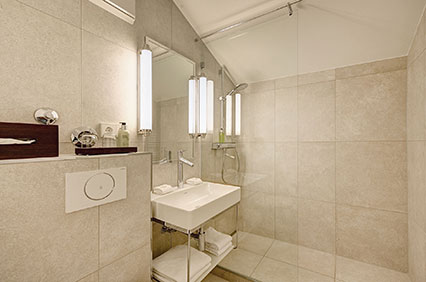 Bathroom with shower in the suite of the Hotel Admiral, Munich