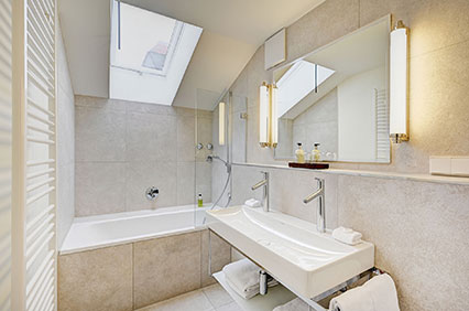 Bathroom with bathtub in the suite of the Hotel Admiral, Munich